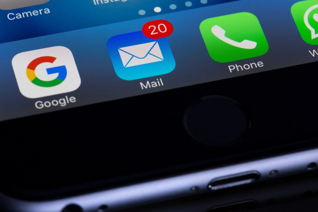 New e-mail indicator on a smartphone icon